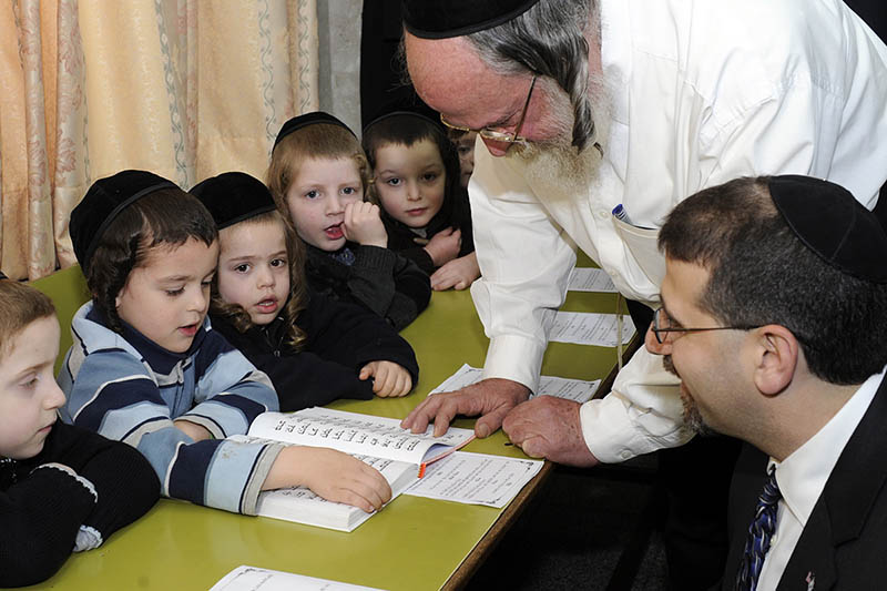 """Người Do Thái giỏi vì bố mẹ không bao giờ hỏi: """"Hôm nay con đã học gì ở trường?"""" - 1"""