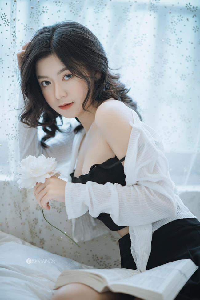 Trần Thu Trang (sinh năm 2001, biệt danh Trang Lucy, quê Lạng Sơn) nổi tiếng nhờ gương mặt xinh như nàng thơ, vóc dáng gợi cảm hút hồn.