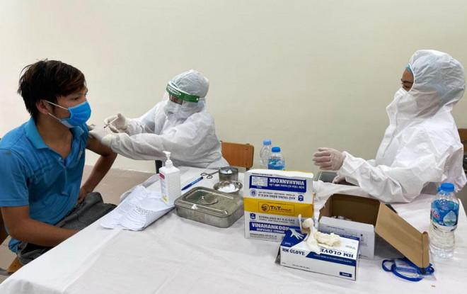 Tiêm đủ hai mũi vắc xin vẫn có thể mắc bệnh và trở thành nguồn lây - 1