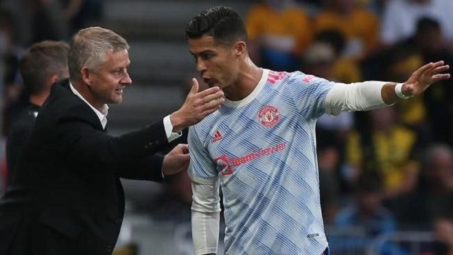 Cực choáng: Ronaldo được dự đoán sẽ thay Solskjaer dẫn dắt MU trong 18 tháng tới - 1