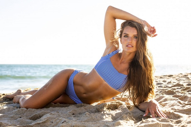 """The beauty of athletics wears a fiery bikini, the beauty of golf reveals her first round """" terrible""""  - 9"""