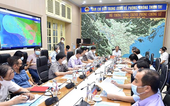 Phó Thủ tướng họp khẩn ứng phó bão số 6 Dianmu đang áp sát đất liền miền Trung - 1