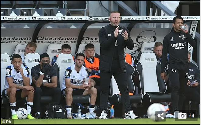 Đội Rooney chính thức bị trừ 12 điểm: Fan chửi ông trùm, hằn học MU - Chelsea - 1