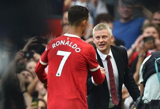 MU khốn khổ vì hàng công, HLV Solskjaer chốt ngày Rashford đá cặp Ronaldo - 1