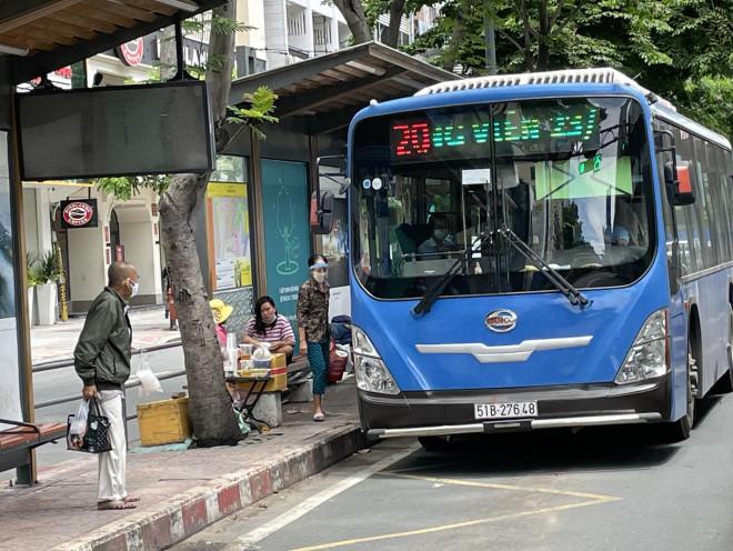 TP HCM: Đề xuất cho xe buýt, taxi, ôtô công nghệ hoạt động lại từ 1-10 - 1