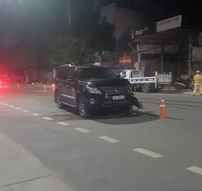 Clip: Ô tô Lexus tông văng 2 người đi xe máy lấn làn ngược chiều, 1 người tử vong - 1