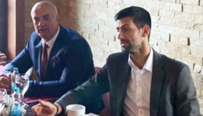"""Cực sốc: Djokovic chụp ảnh chung với cựu chỉ huy đội quân """"diệt chủng"""" - 1"""