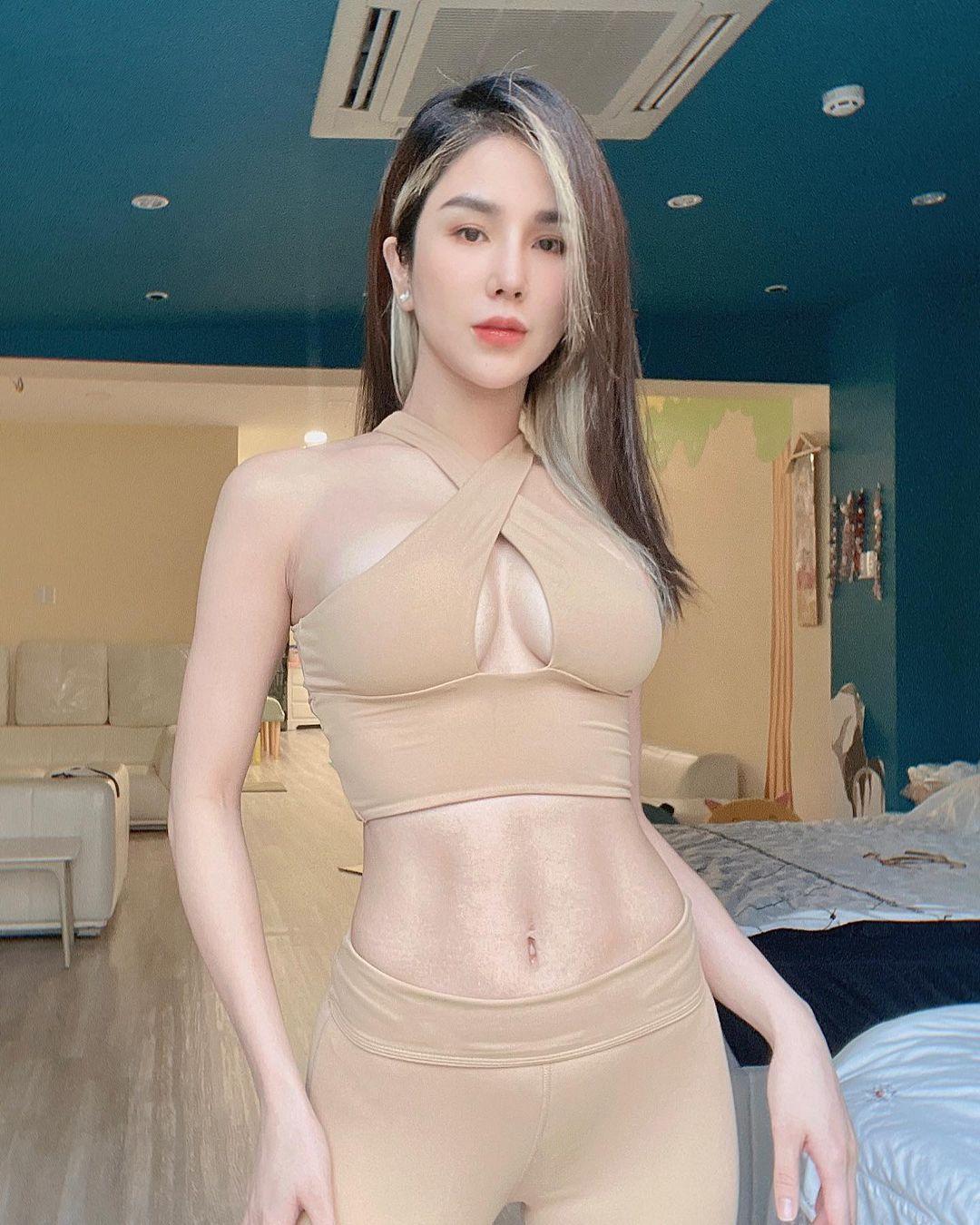 Người đẹp Việt ham diện quần tập có thiết kế lạ đến nhạy cảm, dễ gây hiểu nhầm