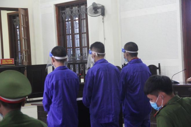 Phiên toà đẫm nước mắt xét xử 2 học sinh vận chuyển gần 1 yến ma tuý - 1
