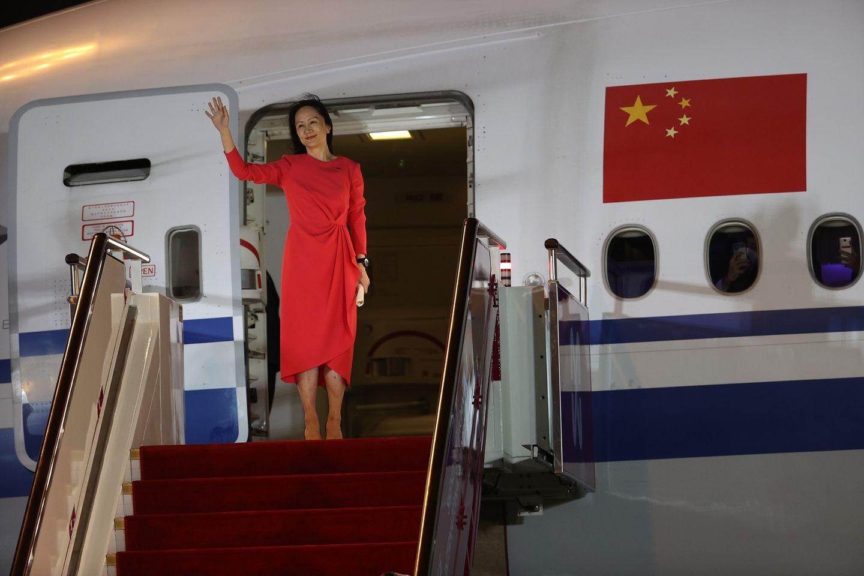 """Video: Trung Quốc đón """"công chúa Huawei"""" trở về theo cách chưa từng thấy - 1"""