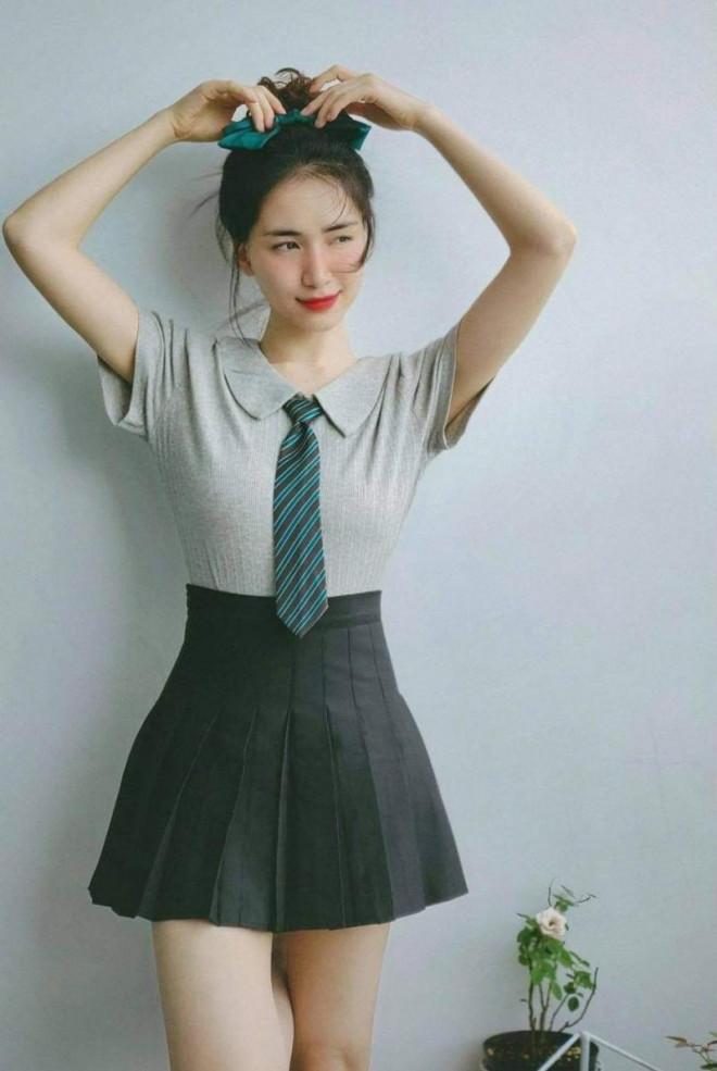 """Mẹ bỉm sữa Hòa Minzy khiến mọi người trầm trồ vì gu thời trang ngày càng """"hồi teen"""" - 1"""