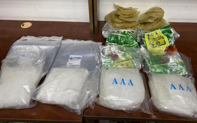 4,6kg ma túy ngụy trang trong cá khô và sứa biển xuất khẩu - 1