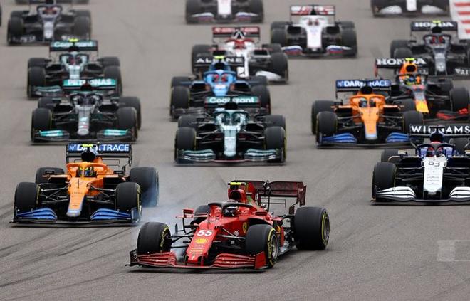 """Đua xe F1, Russian GP: Tay lái trẻ """"vỡ mộng"""" dưới trơi mưa, """"nhà vua"""" đạt kỷ lục 100 chiến thắng chặng - 1"""