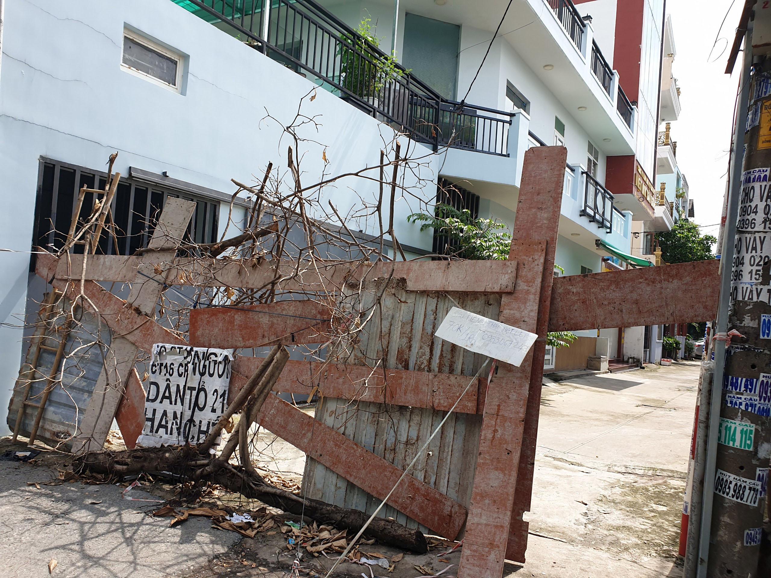 Cận cảnh những hàng rào chắn chống dịch ở TP.HCM sắp được gỡ bỏ - 14