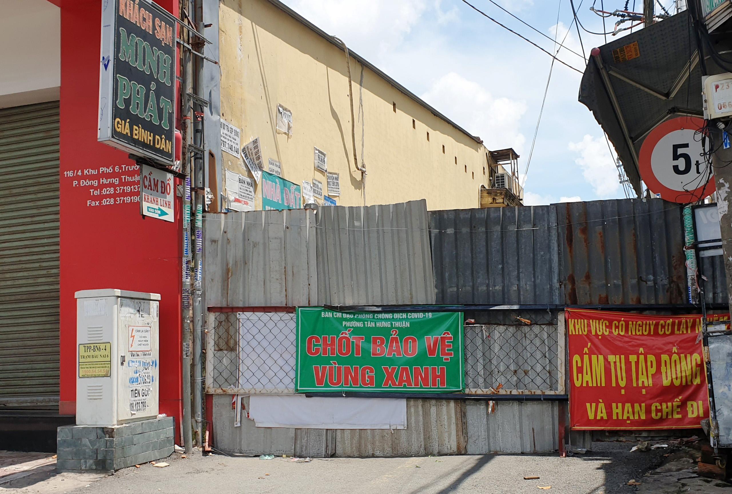 Cận cảnh những hàng rào chắn chống dịch ở TP.HCM sắp được gỡ bỏ - 6