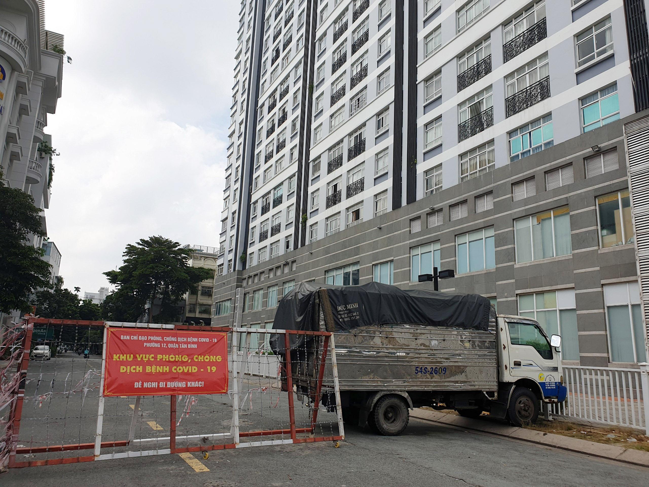 Cận cảnh những hàng rào chắn chống dịch ở TP.HCM sắp được gỡ bỏ - 9
