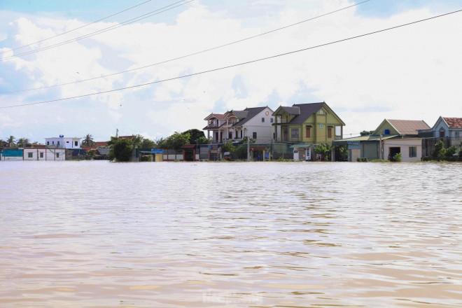 Hình ảnh chưa từng có trong tâm lụt tại Nghệ An - 1