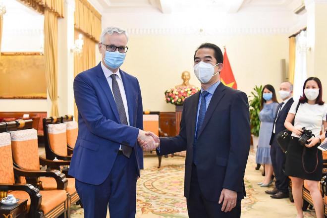 Đức viện trợ Việt Nam 2,6 triệu liều vắc-xin AstraZeneca, chuyển đến TP HCM - 1