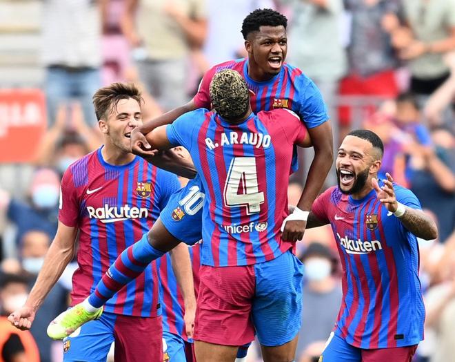 """Barcelona đại thắng ở La Liga, """"Messi đệ nhị"""" được fan tung hô lên mây - 1"""