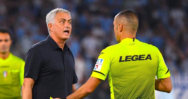 """Mourinho chỉ trích trọng tài, tuyên bố VAR """"xử ép"""" khiến AS Roma thua đau - 1"""