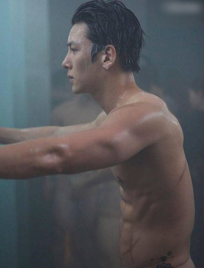 """Để diễn viên chính nude 100%, loạt phim này nhận về """"bão"""" chỉ trích - 1"""