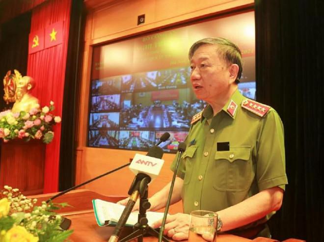100.000 chiến sỹ công an được huy động làm 'lá chắn thép' chống COVID-19 - 1