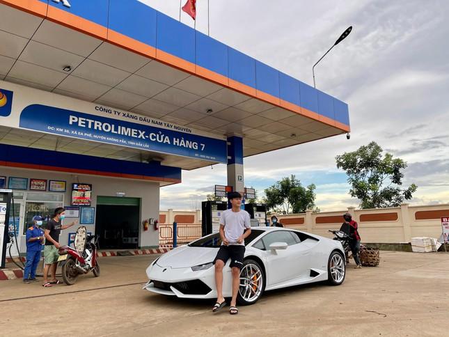Xôn xao vụ 9X phố núi tậu Lamborghini: 'Phấn đấu năm sau mua thêm siêu xe Ferrari' - 1