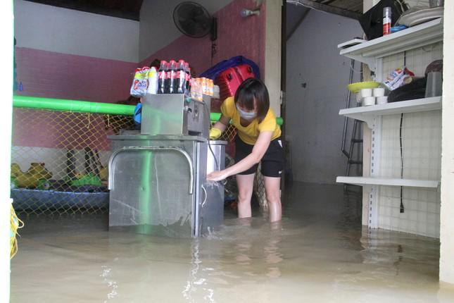 Đo được lượng mưa lớn nhất trong 25 năm qua ở rốn lũ Nghệ An - 1