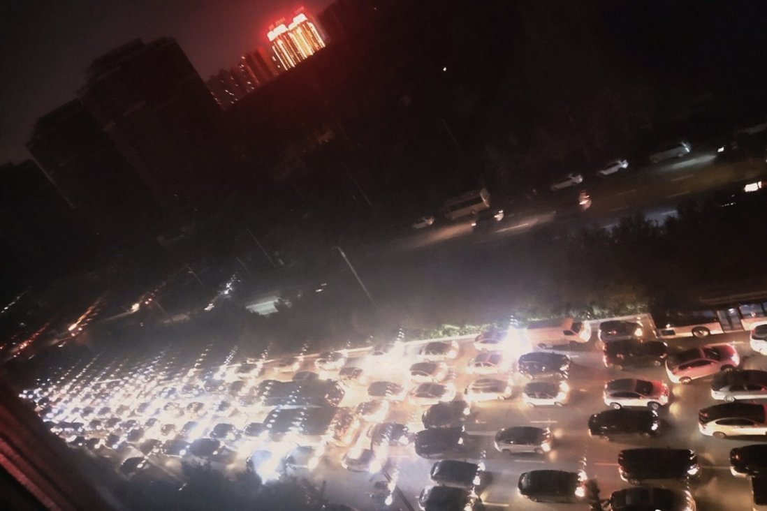 Nhiều vùng ở Trung Quốc khổ vì cảnh sống trong bóng tối - 1