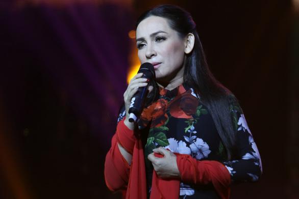 Sao Việt bàng hoàng thương tiếc ca sĩ Phi Nhung: Trấn Thành nhắn điều đặc biệt - 1