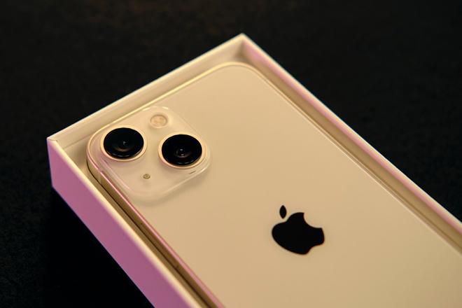 Lỳ đòn, Apple sắp bị phạt vì không kèm bộ sạc cho iPhone 13 - 1