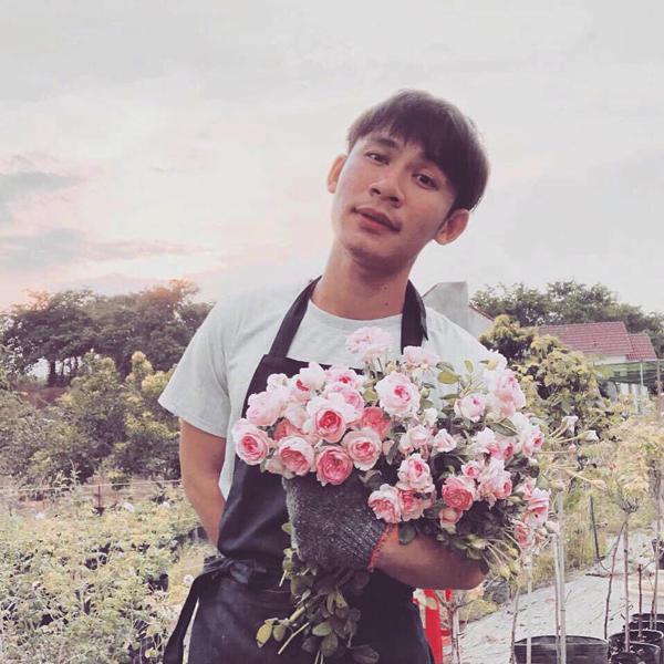 23 tuổi, chàng trai trẻ đã tự mua được đất rộng 2.000m2, sở hữu vườn hồng vạn người mê - 1