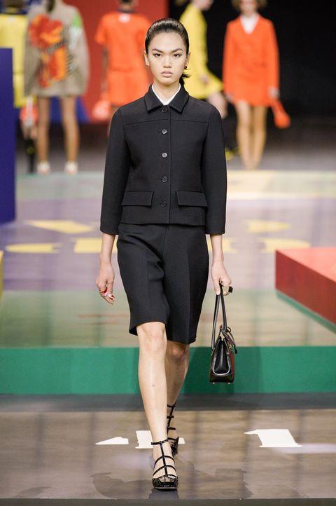 Dior quay lại quá khứ với phong cách ấn tượng