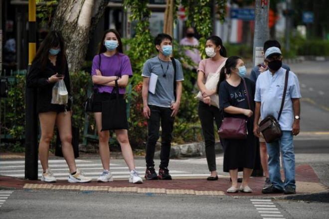 Singapore đã dùng máy chiết vaccine tự động, giảm tải cho nhân viên y tế - 5