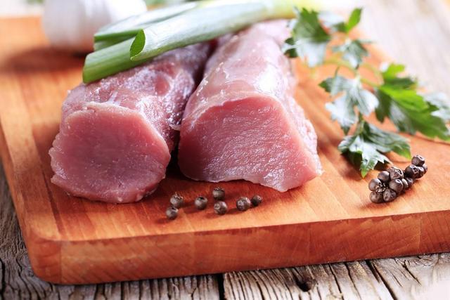 Thịt heo dù đông cứng tới đâu chỉ cần dùng 4 thứ này, 3 phút thịt đã rã đông xong - 1