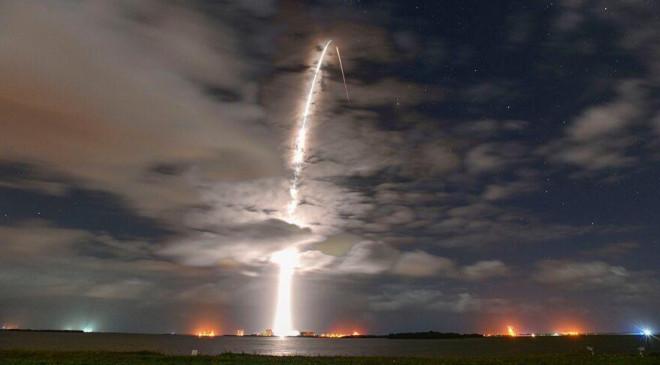 Nga nghi ngờ chùm vệ tinh Starlink của SpaceX có thể phục vụ cho hoạt động quân sự - 1
