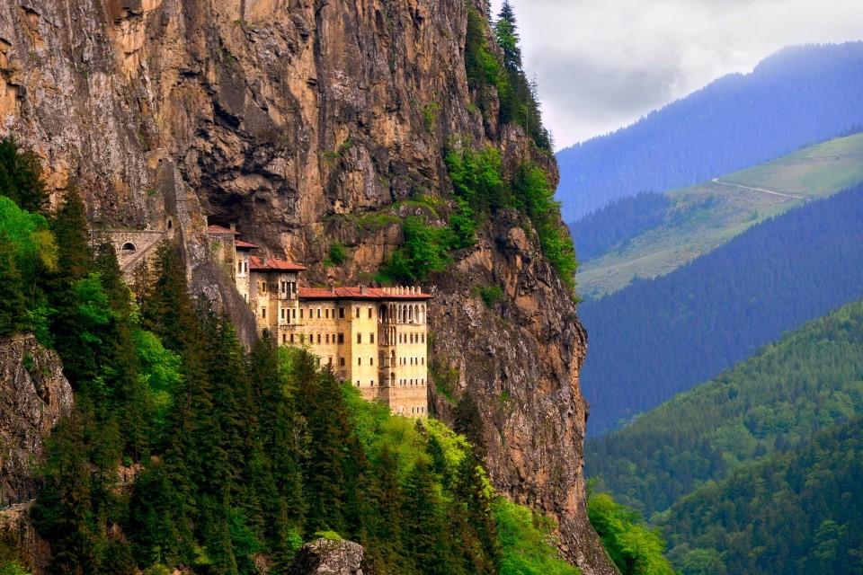 Nhà thờ huyền bí chênh vênh trên vách núi của Thổ Nhĩ Kỳ - 1
