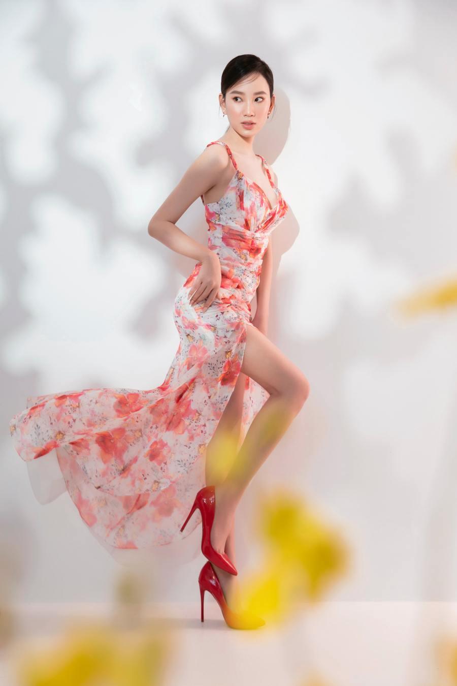 Đại diện Việt Nam tại Hoa hậu Liên lục địa diện váy hoa rực rỡ của NTK Đỗ Long - 1