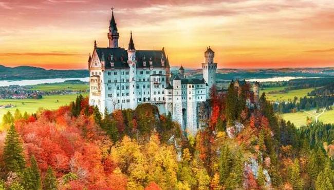 Neuschwanstein tuyệt đẹp ở Đức là lâu đài có từ thế kỷ 19 đã truyền cảm hứng cho bộ phim 'Công chúa ngủ trong rừng' của Disney.