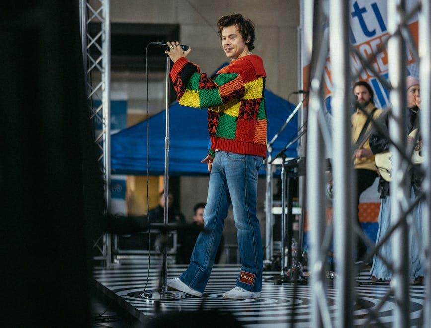 Harry Styles xứng đáng với danh hiệu Biểu tượng thời trang trên Hit Tour - tháng 11.