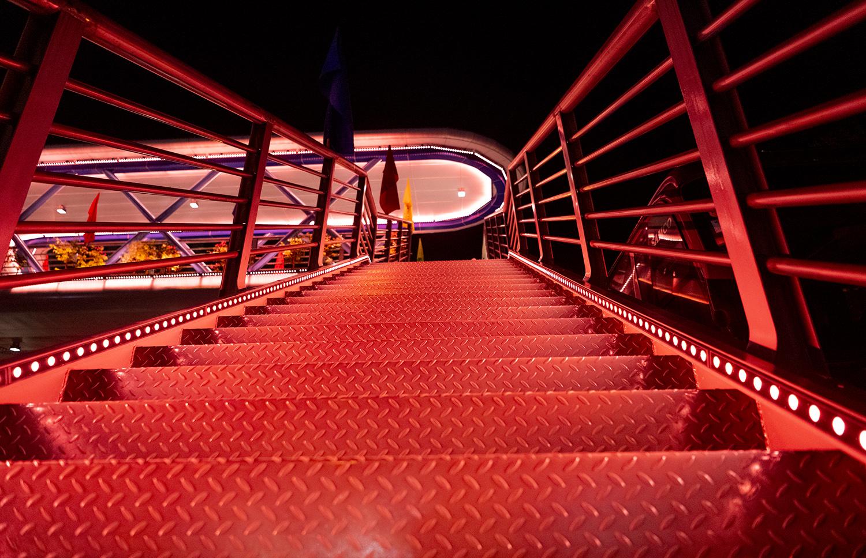 Ngắm vẻ đẹp lung linh rực rỡ sắc màu về đêm của cây vượt bộ hành đẹp nhất Hà Nội - 10