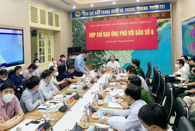 Phó Thủ tướng Lê Văn Thành: Bão số 8 di chuyển rất nhanh, tuyệt đối không chủ quan - 1