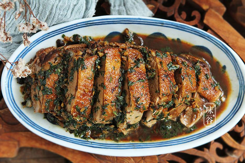 Thịt vịt đem xào với loại lá không ai ngờ này, mùi thơm lừng, càng ăn càng nghiền - 1