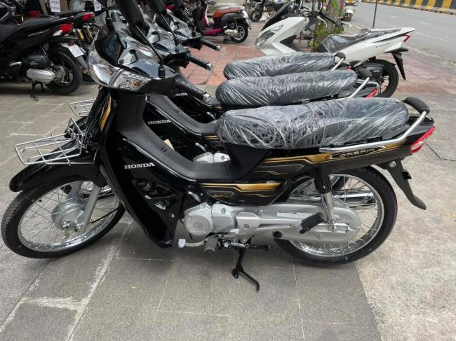 2022 Honda Dream 125 mới được tung ra thị trường Campuchia. Mẫu xe này cũng đang khiến cộng đồng mê xe huyền thoại Dream ở Việt Nam rất quan tâm.
