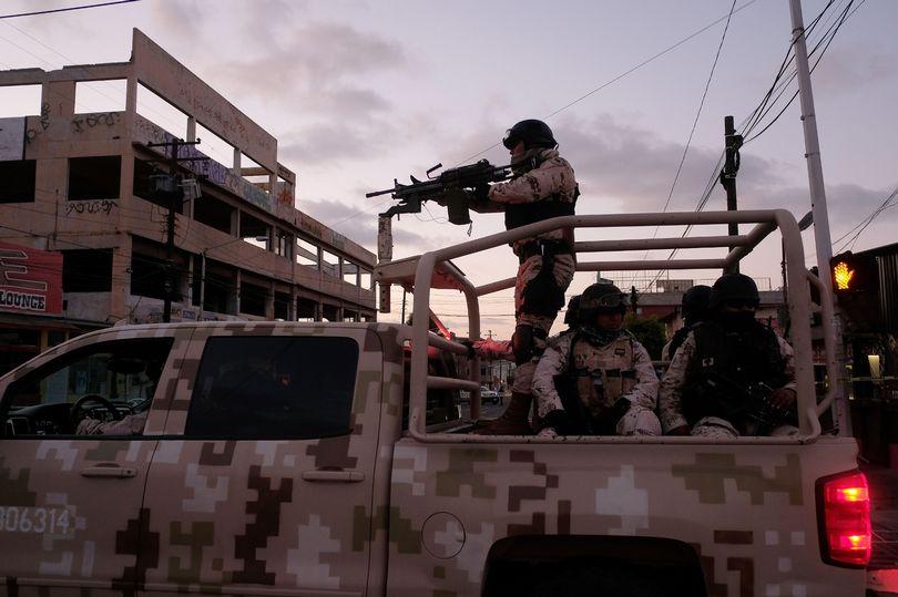 """Mexico: Ngày đầu đi làm, cảnh sát trưởng bị băng đảng """"gửi quà"""", mở ra thấy cảnh hãi hùng - 1"""