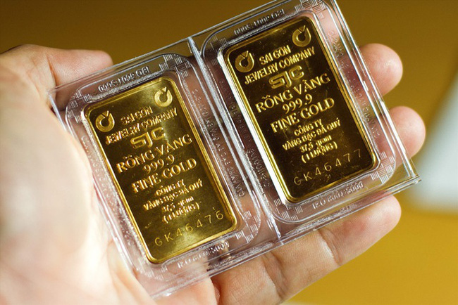 Giá vàng hôm nay 13/10: Vàng trong nước cao hơn thế giới 9 triệu đồng - 1