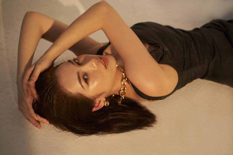 Bà xã kém 13 tuổi của Dương Khắc Linh khoe dáng quyến rũ sau khi sinh đôi - 4