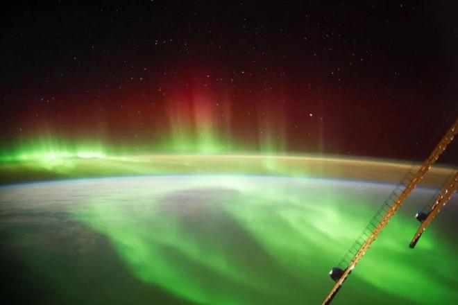 """Hình ảnh ngoạn mục khi """"bão Mặt Trời"""" đổ bộ Trái Đất - 1"""