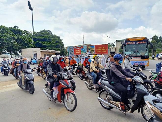 Người lao động được sử dụng ôtô cá nhân đi lại giữa Đồng Nai và TP HCM - 1