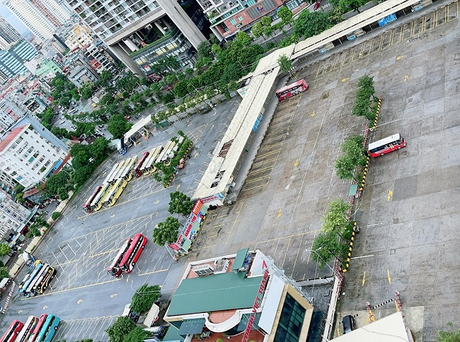 Bất ngờ hình ảnh bến xe khách ở Hà Nội sau khi vận tải hành khách được mở lại - 1
